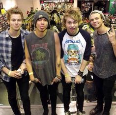 @Janisse Vazquez Ruis eeeeek!! They are the best. That wear the best band shirts! #Metallica #5SOS