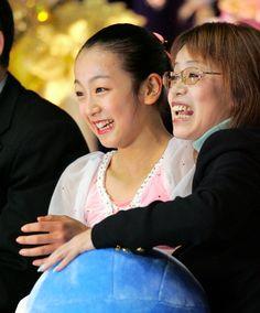 2005年12月17日(土) GPファイナル初優勝。「びっくりしてるのと、うれしいのといっぱい。今日は100点満点。次の目標はトリプルアクセルを2回か、4回転です」 (530×640) 浅田真央の歩み:朝日新聞デジタル http://www.asahi.com/special/timeline/201505-asadamao/