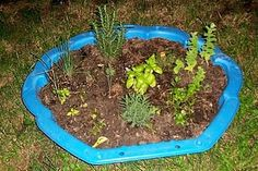 Super Ideas For Garden Pool Diy Spaces Backyard Garden Landscape, Backyard Vegetable Gardens, Garden Fencing, Garden Pool, Herb Garden, Garden Pizza, Starting A Garden, Kiddie Pool, Cold Frame