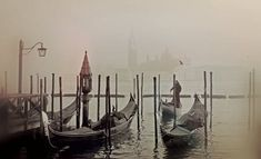 Venice Private Ghost Tour is a spooky way to visit Venice. Venice at night. Venice In Winter, Pictures Of Venice, Pointe À Pitre, Christmas In Italy, Best Honeymoon Destinations, Ghost Tour, Foggy Morning, Early Morning, Travel