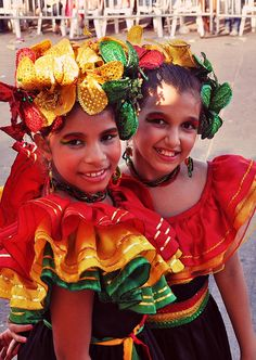 Girls dressed up for the Barranquilla carnival. The carnaval is the biggest and culturally most important festival in Colombia and the second biggest carnaval in South America. Beautiful Children, Beautiful People, World Festival, Festival Girls, Colombian Culture, Costumes Around The World, Carnival Festival, Folk Clothing, Carnival Dress