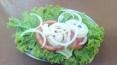 Um prato muito grande, com sabores bons, mas sem exageros, não nada realmente fora do comum, sem contar que a calabresa parecia mais toscana, pra uma pessoa, melhor pedir um prato feito no lugar do comercial, será bem mais fácil saborear.  #Comercial #Calabresa #almoço #comida #restaurante #lanchonete #bar #boteco #arroz #feijão #tempero #linguiça #toscana #batata #frita #salada #cebola #tomate #rodela #alface #vinagre #azeite #sal #Augustus #GuiasLocais #LocalGuides #XinGourmet