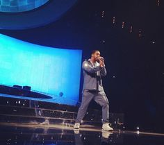"Drake Previews New Hit-Boy Produced Track ""Trophies"" In Brooklyn (Video)"