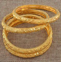 Dubai Gold Bangles, Dubai Gold Jewelry, Gold Bangles For Women, Gold Bangles Design, Gold Plated Bangles, Gold Filled Jewelry, Gold Jewellery, Diamond Jewelry, Jewelery