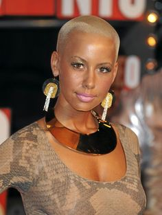 Cheveux afro : la coupe rasée blonde d'Amber Rose Big Chop Natural Hair, Natural Hair Styles, Black Women Hairstyles, Cool Hairstyles, Short Hair Cuts, Short Hair Styles, Blonde Twa, Ebony Hair, Style Hipster