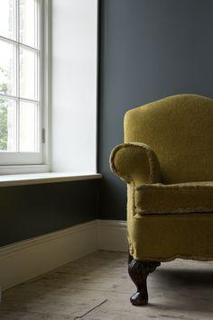 Mustard armchair, walls: Farrow & Ball 'Down Pipe', Skirting: 'Wimborne White'. Farrow Ball, Farrow And Ball Paint, Room Colors, Wall Colors, Paint Colors, Color Walls, Paint Walls, Sofa, Couch