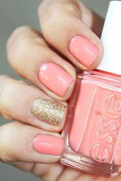 A gold glittery accent nail is the perfect way to draw attention to your new engagement! @myweddingdotcom
