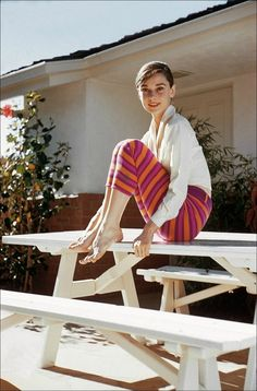 Audrey Hepburn: style icon – For Her Style Audrey Hepburn, Audrey Hepburn Photos, Katharine Hepburn, Audrey Hepburn Feet, Audrey Hepburn Fashion, Aubrey Hepburn, Beautiful Celebrities, Beautiful People, Look Star