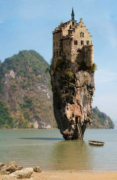 Castle on a rock in Dublin, Ireland - Onestophumour