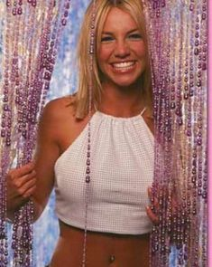 ♥ ♛ Britney Spears ♛ ♔♕☻☽ it's Britney, bitch ♛ These bead doors that were both fun and annoying: 2000s Fashion Trends, Early 2000s Fashion, 90s Fashion, Fashion Outfits, 2000s Trends, Jamie Lynn Spears, Wallpaper Makeup, Britney Jean, Models