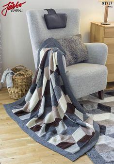 Lækkert tæppe i flot grafisk mønster, der strikkes i baner, der til sidst sys sammen. Tæppet strikkes i det skønne Raggi fra Järbo.