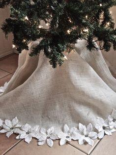 Do it yourself divas diy burlap and lace christmas tree skirt pretty christmas tree skirt solutioingenieria Image collections