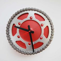 Industrial Chic ~ Red Racer Clock - Clocks from reused bicycle and motorcycle parts. Diy Clock, Clock Decor, Clock Ideas, Pimp Your Bike, Thanksgiving Wallpaper, Cool Clocks, Bicycle Art, Metal Projects, Christmas Sale