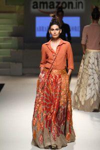 AIFW SS16: Abraham & Thakore – silk shirt & lehnga duos   Read more: 13 Faves: Amazon Indian Fashion Week 2016 http://desi-stylebook.com/2015/10/13-faves-amazon-indian-fashion-week/