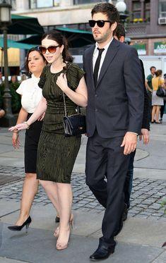Michelle Trachtenberg Oval Sunglasses - Michelle Trachtenberg Sunglasses Looks - StyleBistro