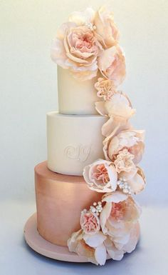 Glamorous couples will fall in love with this elaborate rose gold wedding cake, . - Glamorous couples will fall in love with this elaborate rose gold wedding cake, expertly created by - Metallic Wedding Cakes, Floral Wedding Cakes, Wedding Cakes With Flowers, Cool Wedding Cakes, Floral Cake, Rosegold Wedding Cake, Flower Cakes, Blush Pink Wedding Cake, Pink And Gold Wedding