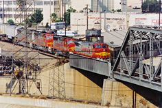 https://flic.kr/p/Ajd9Qv | Santa Fe B40-8W No. 580 Crosses Over Southern Pacific Tracks As She Enters The Los Angeles River Bridge