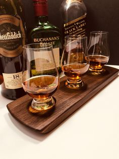 Whisky Whiskey Flight Bourbon Scotch Flight - Solid Walnut - 3 Glencairn Glass Whisky Tray Whisky Tasting Set Serving Tray Can Personalize Scotch Whiskey, Bourbon Whiskey, Personalised Whisky, Whisky Tasting, Vegetable Drinks, Gift For Lover, Gifts For Him, Laser Engraving, Bar Fancy