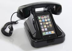 Cooles Gadget: Retro-Telefonhalterung für iPhone 4/4S inkl. Retro-Telefonhörer.