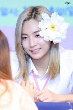 You can just hear the shampoo ads calling him. Woozi, Wonwoo, The Quiet Ones, Jeonghan Seventeen, Seventeen Wallpapers, Seventeen Debut, Fairy Princesses, Instagram Bio, Flower Boys