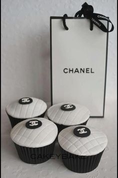Chanel cupcakes & shopping bag
