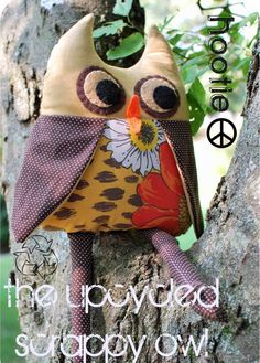 Hootie the Upcycled Scrappy Owl stuffed toy tutorial - just fabric scraps, felt, stuffing and embroidery floss Sewing Toys, Sewing Crafts, Sewing Projects, Owl Sewing, Plushie Patterns, Owl Patterns, Softie Pattern, Owl Fabric, Fabric Scraps