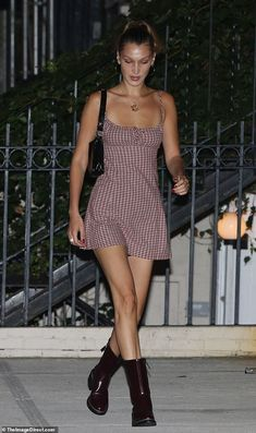 Gigi and Bella Hadid enjoy dinner date night with Kacey Musgraves - Legs eleven! Bella put on quite the leggy display in a short checkered mini dress… Source by uweziolkowski - Tomboy Fashion, Look Fashion, Fashion Outfits, Bella Hadid Outfits, Bella Hadid Style, Mode Outfits, Trendy Outfits, Summer Outfits, Mrs Bella