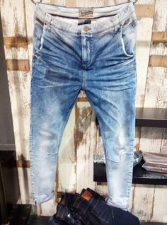 ♡♥ Shabby Shack Thrift Shop and Shabby Shack Vintage Denim & Treasures ♡♥… Blue Denim, Blue Jeans, Denim Blog, Jogg Jeans, Denim Ideas, Denim Jeans Men, Vintage Denim, Denim Fashion, Jeans Style
