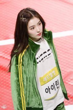 Red Velvet アイリーン, Velvet Hair, Red Velvet Irene, Velvet Style, Seulgi, Park Sooyoung, Kpop Girl Groups, Kpop Girls, Red Velvet Photoshoot