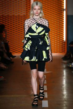 See the complete MSGM Spring 2017 Ready-to-Wear collection.