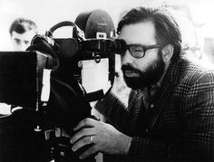 """Francis Ford Coppola tras de la cámara en el rodaje de """"El Padrino"""" (1972)"""