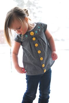 Shwin: Maggie Button Down:  This website has TONS of sewing tutorials, for little girls, boys and women! Amazing! Wish I had the time to sew more for my kids!