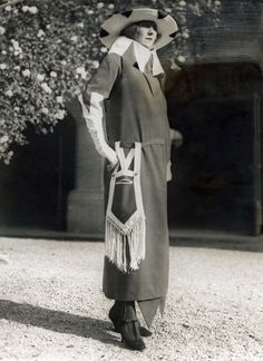 1921…I believe there is a face on that pocket.