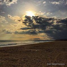 Black Pearl? #praiadafalesia #blackpearl #pirates #piratesofthecaribbean #beach #beaching #clouds #cloudporn #sunset #sunsetporn #mysunsetgallery #myvilamouragallery #vilamoura #algarve #california #californiaofeurope #contrast #weekend #friends #instagoo
