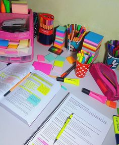 Colorful study school organisation, desk organization, school hacks, school g School Supplies Highschool, Cute School Supplies, School Supplies Organization, College Organization, School Motivation, Study Motivation, School Study Tips, Cute Stationery, Stationary