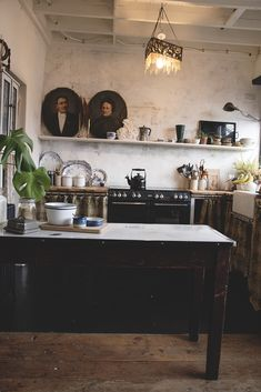 Rustic and vintage kitchen Boho Kitchen, Farmhouse Style Kitchen, Kitchen Styling, Rustic Kitchen, Kitchen Design, Kitchen Decor, Kitchen Ideas, Country Kitchens, Shop Interior Design