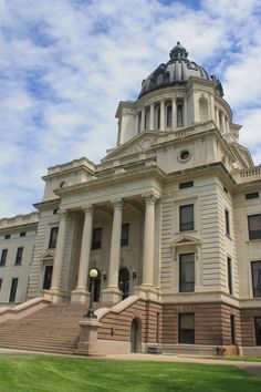 Top 5 Capitols in the United States Pierre South Dakota, South Dakota State, Classical Architecture, Moorish, Beautiful Buildings, Capital City, State Parks, Facade, Milan