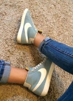 À vendre sur #vintedfrance ! http://www.vinted.fr/chaussures-femmes/baskets/35892415-nike-modele-blazer-bleu-et-blanc