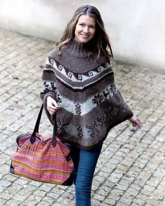 Strik selv: Smuk poncho i lige stykker - se opskriften her - ALT. Knitting Projects, Knitting Patterns, Knit Crochet, Crochet Hats, Poncho Shawl, Cardigans, Sweaters, Mittens, Boho Fashion