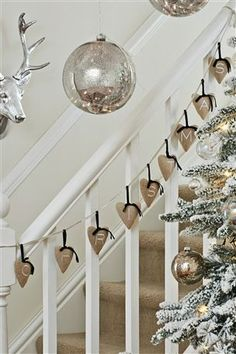 Christmas bunting on the staircase.