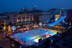 Eisbahn  am Kennedyplatz in Essen Germany am Arbend