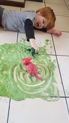 How to make a sensory fizzy swamp - Mamma & Bear Egg And Spoon Race, Magnesium Bath, Green Food Coloring, Sensory Activities, Mud, Kids Rugs, Bear, How To Make, Kid Friendly Rugs