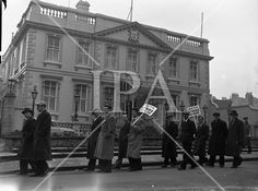 Corporation Workers Picket Mansion House and Lord Mayor . Mansions Homes, History Photos, Photo Archive, More Photos, Dublin, Ireland, Irish, Lord, Fine Art