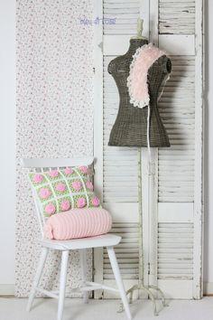 Wunderschönes Granny BlumenKissen - ein Designerstück von bleuetrose bei DaWanda