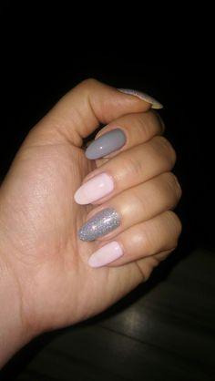 gray Pink nails