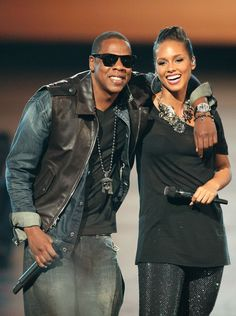 Jay-Z (L) and Alicia Keys performs during the 2009 MTV Video Music Awards at Radio City Music Hall on September 13, 2009 in New York City.