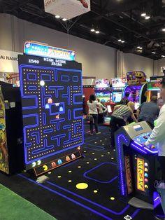 Partitina a PacMan? Arcade Game Machines, Arcade Machine, Arcade Games, Atari Video Games, Game Cafe, Retro Arcade, Classic Video Games, Interactive Installation, Creative Activities