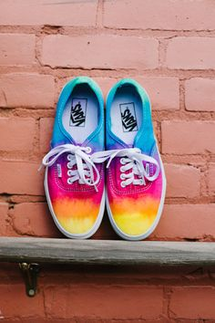if not Vans i really want to dye a pair of shoes rainbow like this.maybe toms or something. I can do this to my old white vans! Tie Dye Shoes, How To Dye Shoes, Dyed Shoes, Diy Tie Dye Vans, Cute Shoes, Me Too Shoes, Awesome Shoes, Sharpie Shoes, Ty Dye