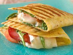 Grillet Quesedilla Deli Food, Quesadilla, Chorizo, Cheddar, Guacamole, Tapas, Nom Nom, Sandwiches, Mexican
