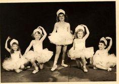 Ballerinas-Posed-and-so-beautiful-little-children-dance-dancer-50s-photo